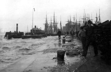 Runcorn: docks