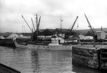 Runcorn: Tidal Dock Entrance