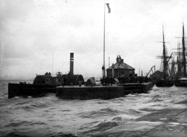 Runcorn: Dock entrance