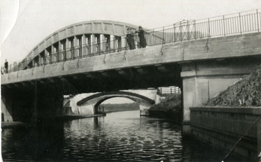 New and old bridge at Astmoor
